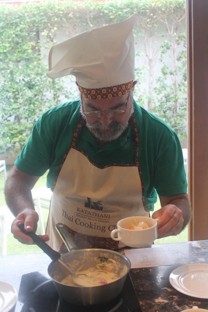 De mãos na massa na aula de culinária
