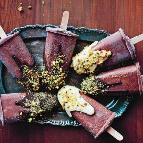 Gelados de chocolate com pistácios